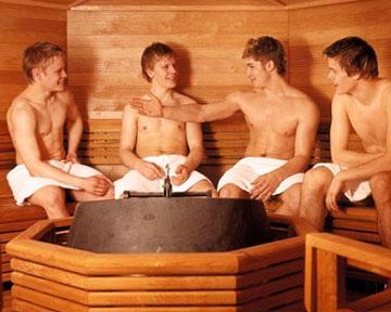 В мужской бане фото, сосут