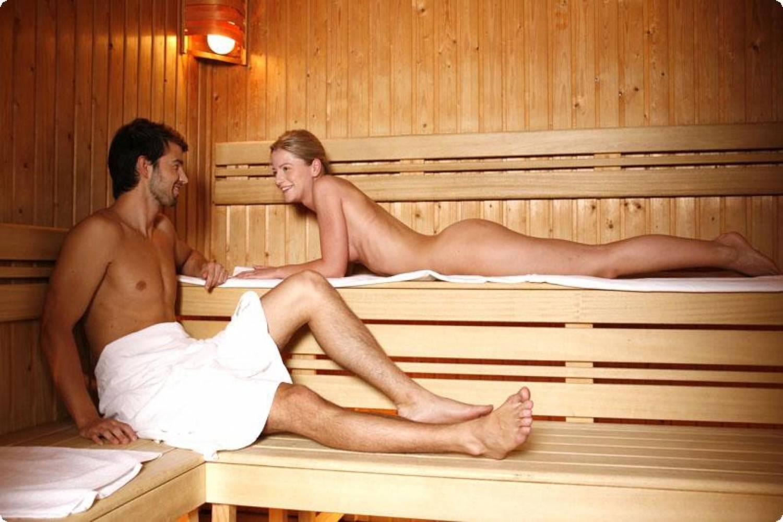 paren-i-devushki-v-saune
